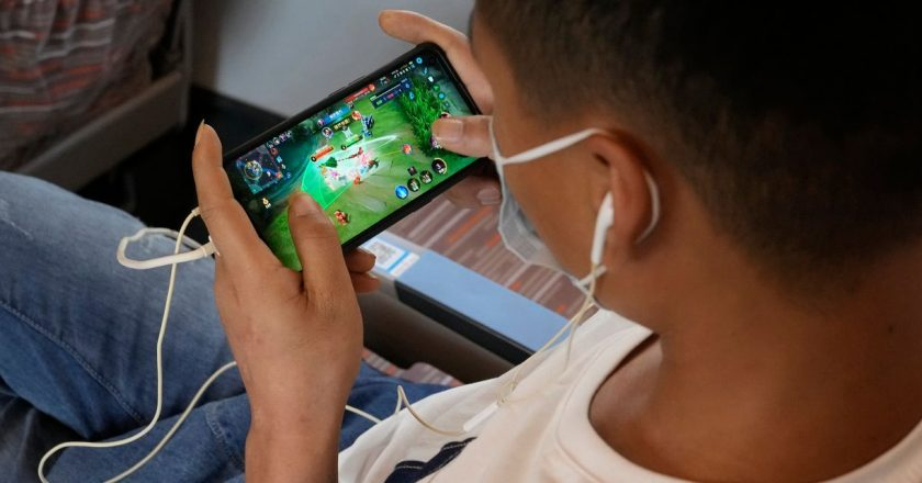 China's Online Game Companies Fall in Line With Restrictions on Entertainment
