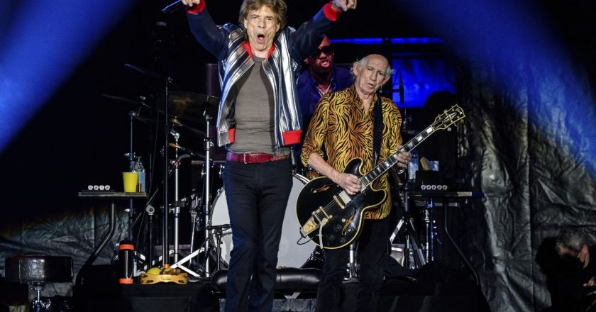 Rolling Stones pay tribute to Charlie Watts, open 'No Filter' tour