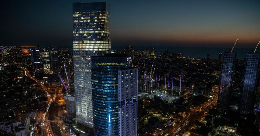 Tech Boom Floods Israel's Silicon Valley With Cash, Exposing Divisions